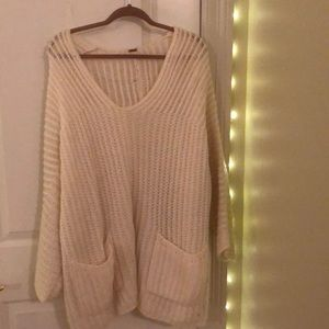 White knot pocketed sweater
